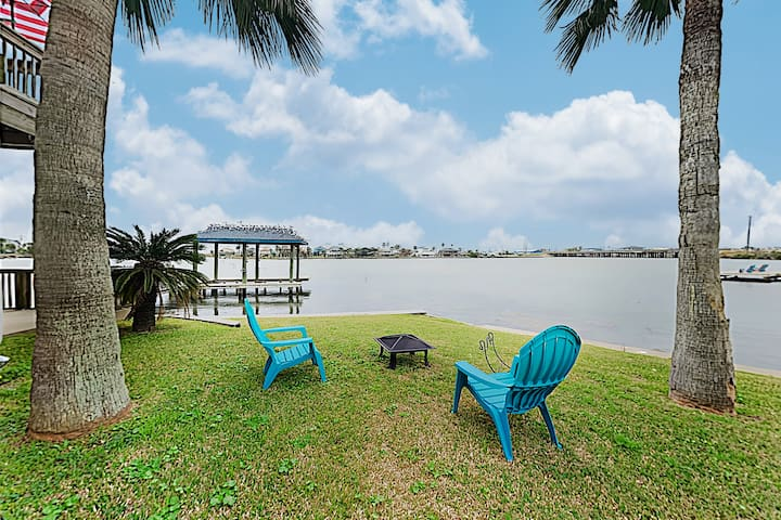 New Listing! Bayfront Home w/ Deck & Fishing Pier