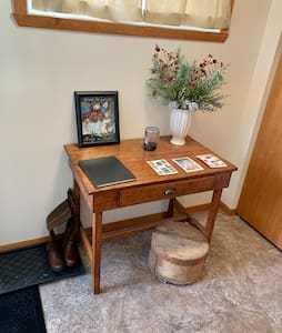 Clean cozy S. Fargo twin home near Scheels Arena