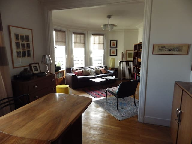 Lovely sunny flat close to the place des Vosges
