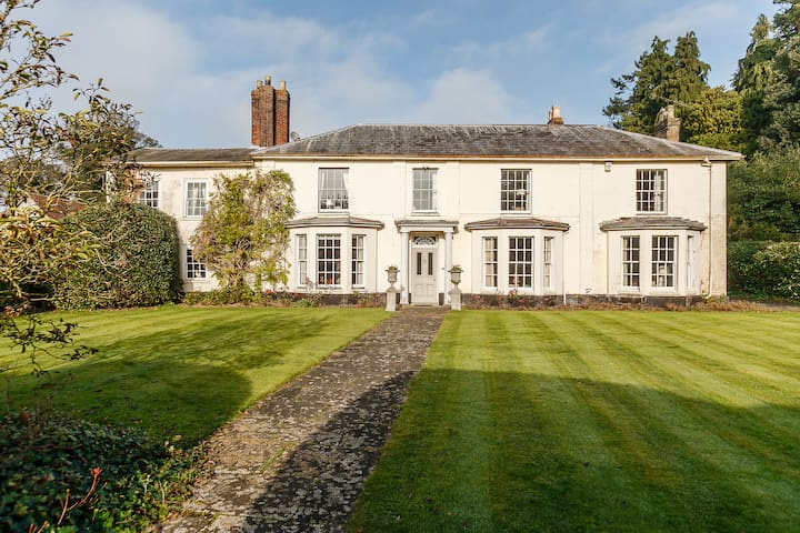 Beautiful 6 bed Georgian house with pool .
