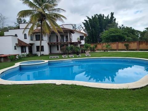 SUNFLOWER HOUSE in Dos Rios, Veracruz