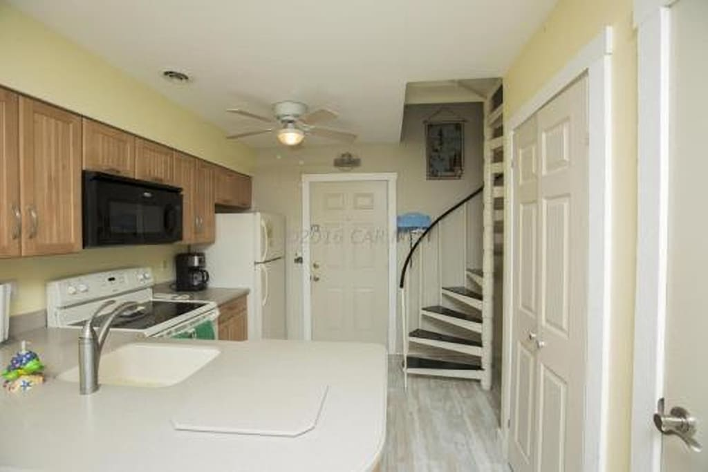 Check out the fully equipped kitchen!