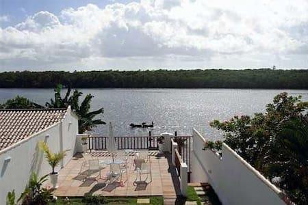 Casa na Bahia - Comandatuba. - Hus