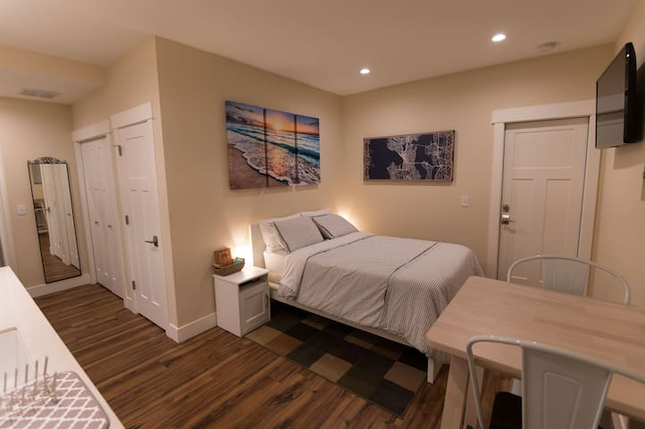 Full-size bed, smart TV with Internet - includes Netflix subscription, local channels.