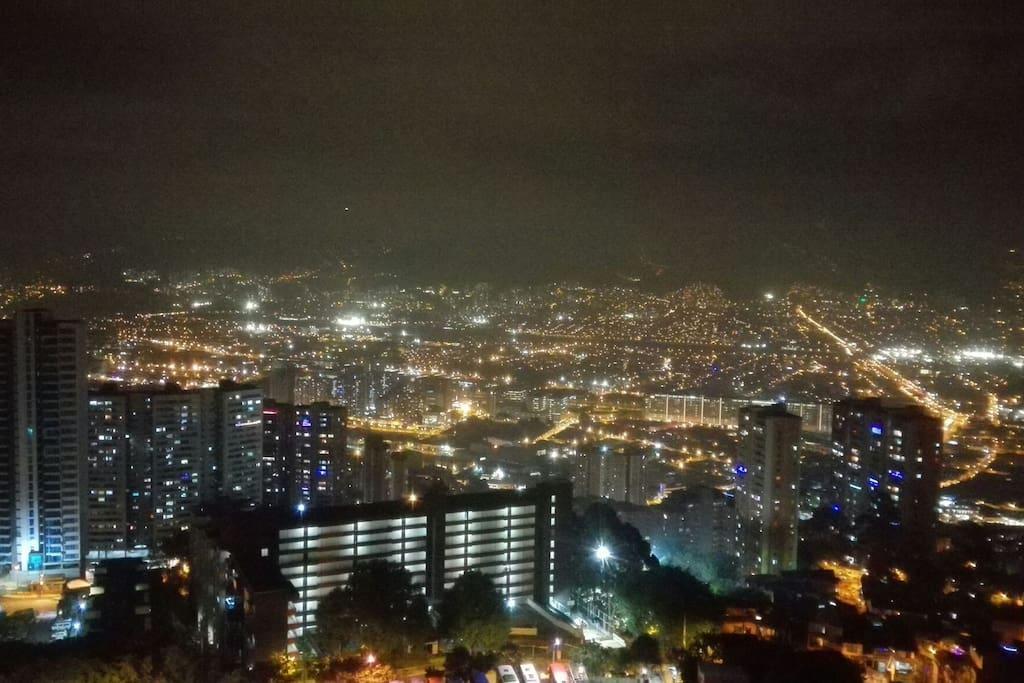 Night view of the city,  Vista nocturna de la ciudad