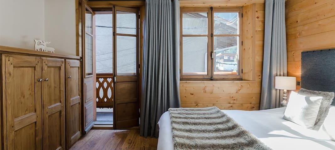 Chambre double avec balcon chaleureuse