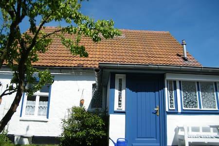 Charmantes Fischerhaus am TraumHaff - House