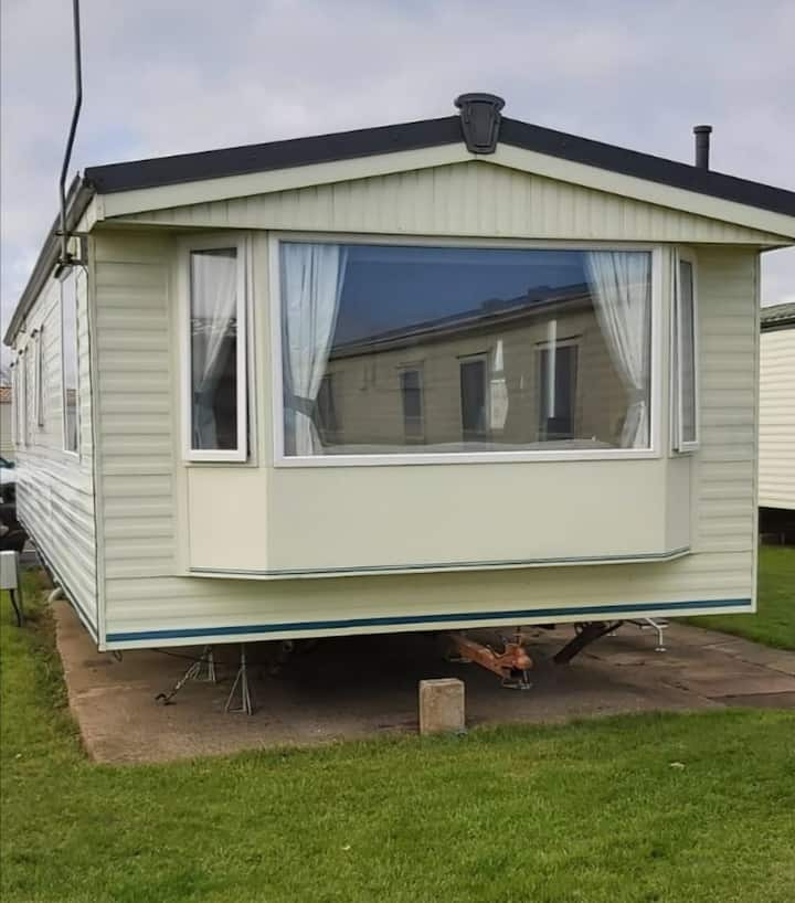 Great 8 berth caravan for hire at Skipsea Sands holiday park ref 41148NF