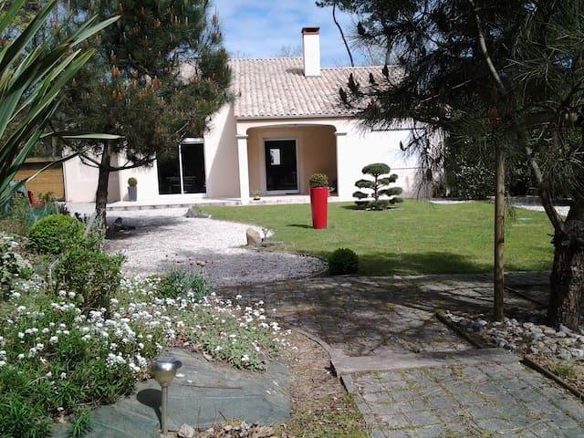 """Maison en location saisonnière """"Côte Vendéenne"""" - Jard-sur-Mer - Casa"""