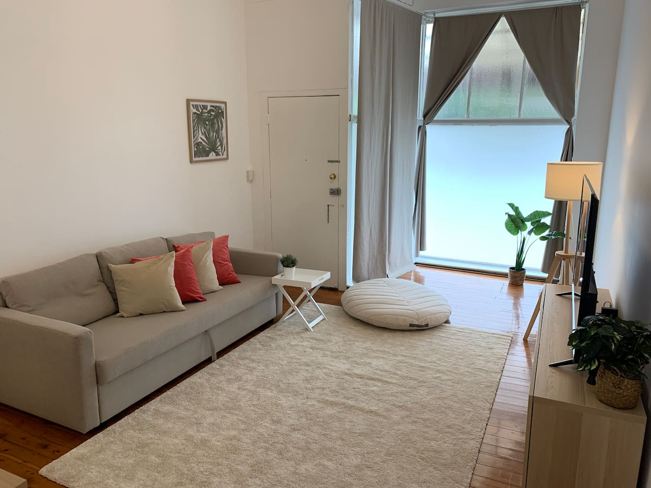 Spacious Living Room with Sofabed