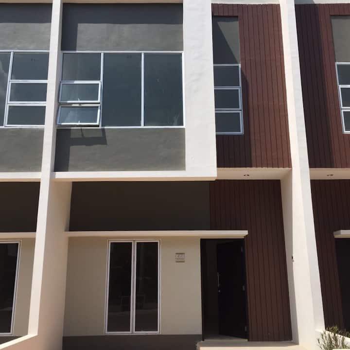BATAM ELITE HOUSE FOR RENT DE DIAMOND RESIDENCE 1Y