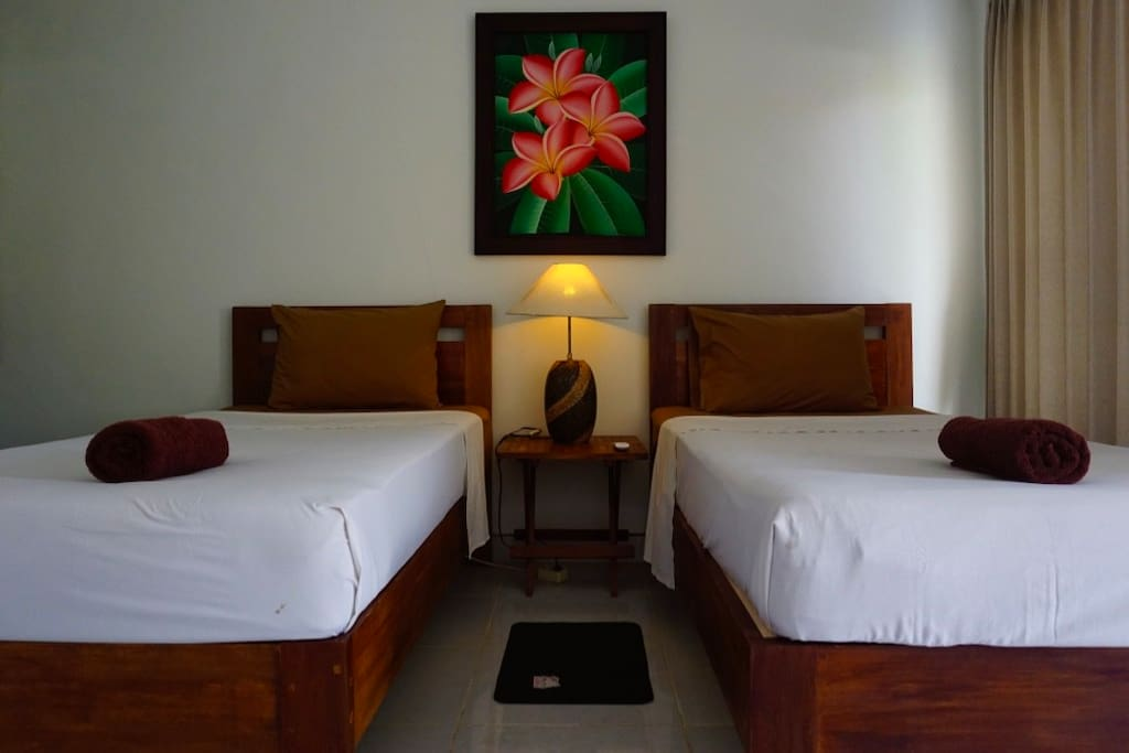 a Twin bed room