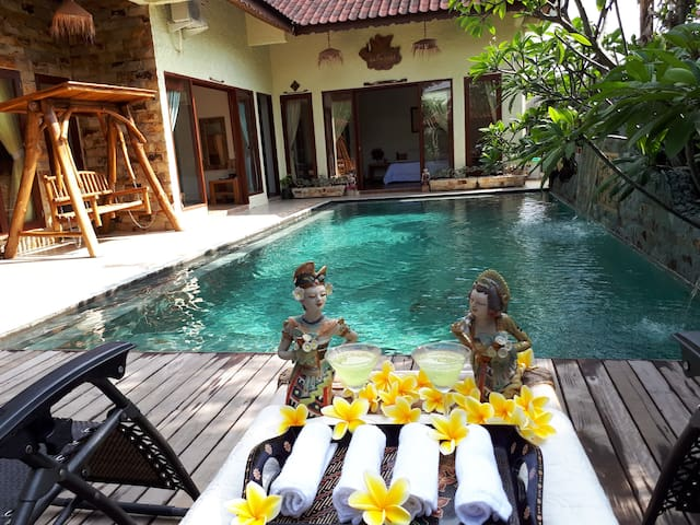 Beautiful Villa, Private Pool, 3 Bed Rooms, 6pax/> - Batam - Casa de campo