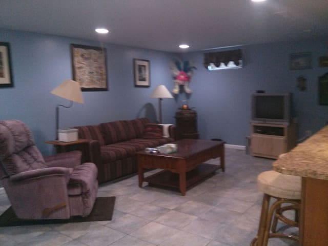 Spacious basement space with homestyle comforts - Bowie - Apartamento anexo