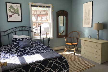 Quaint, cozy, downtown bedroom - Bath - Huis