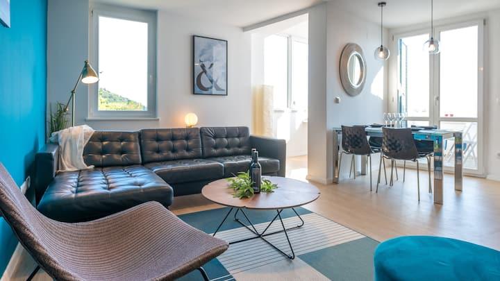 Outstanding Seaview, Brand New 3 Bedroom Condo !