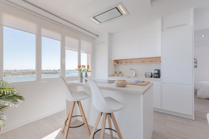 Totally equipped kitchen with specially sea views - First line beach