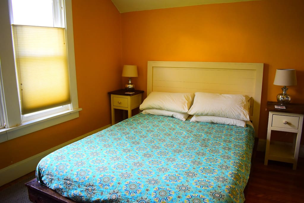 Bedroom 1- Queen