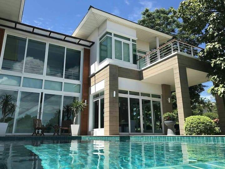 Luxurious Beachfront 3 Bedroom Villa