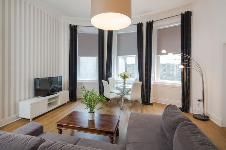 2 Bedroom Apartment 3min. from Princess St.