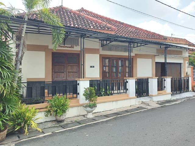 sarimoekti guesthouse