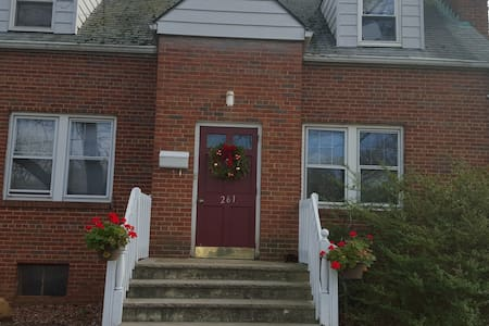 Furnished room in a two bedroom house - Highland Park - Hus