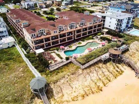 Beach Front Condo w/Pools!
