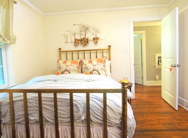 Cozy Double Bed near Downtown & NC State