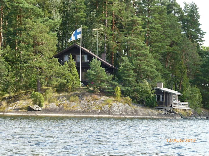 Villa with stunning lakeviews close to Helsinki