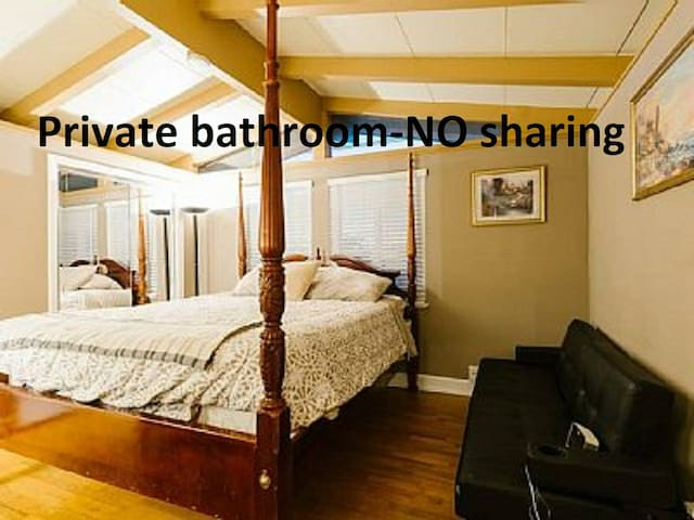 ****Master bedroom KINGbed private bath room****