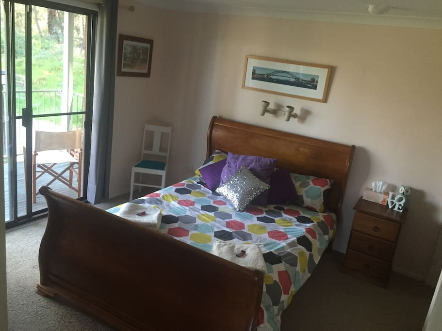 Double bed with fresh linen and ensuite with WIR