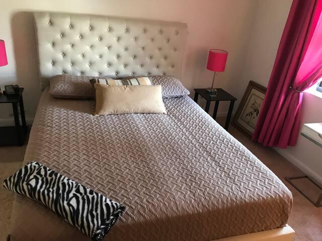 Cozy bedroom with full house amenities in PBG!