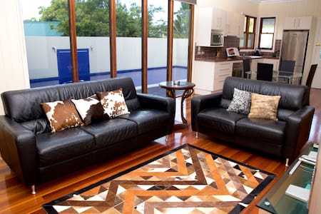 Lower Level Apartment Queenslander - Auchenflower