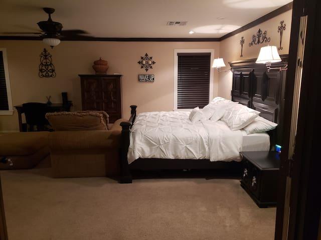 Martinez House Welcomes you to Phoenix