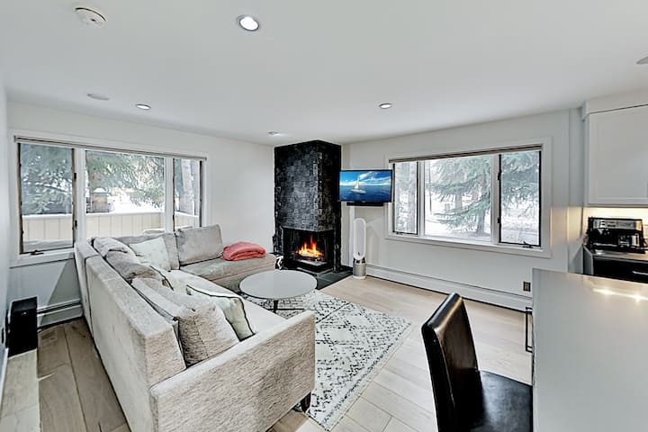 Upscale West End Hideaway - Walk to Downtown