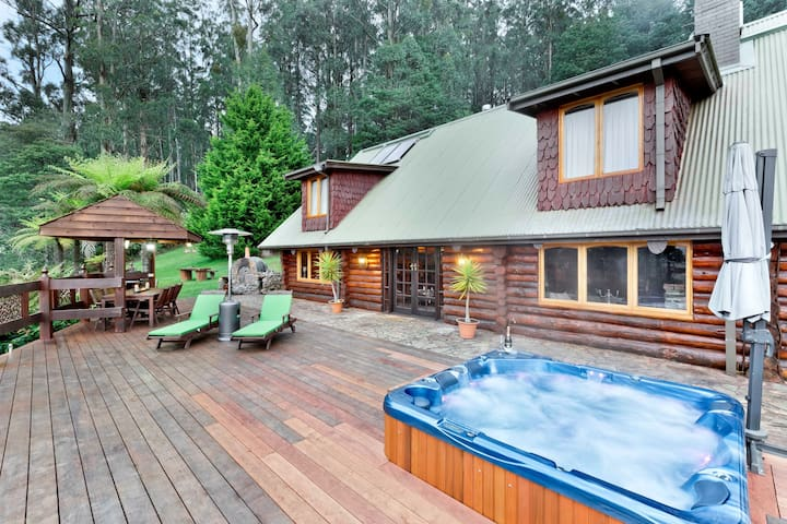 Eagles Nest Luxury Mountain Retreat - Narbethong - Houten huisje