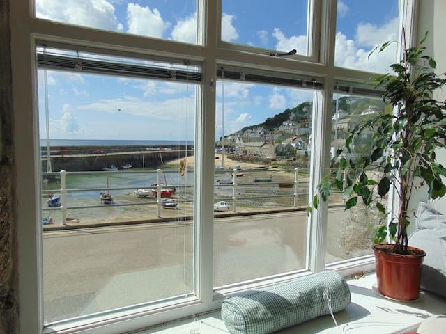 Lovely, light harbourfront house in village centre - Mousehole - Dom