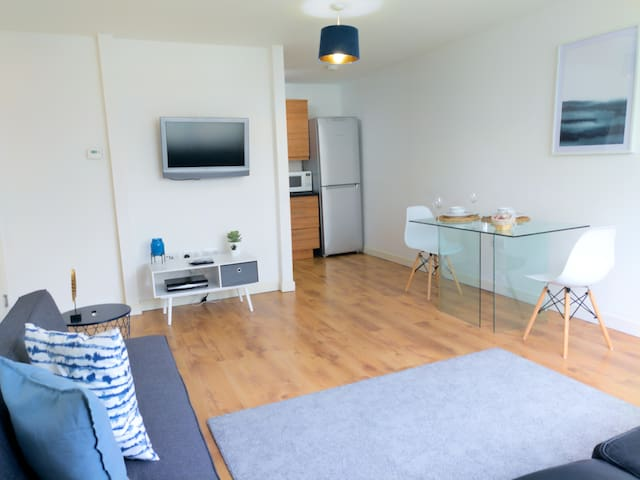 Central Apartment With Free Parking - By Doze