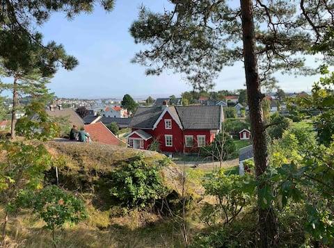 Idyllic traditional house on Husøy Island