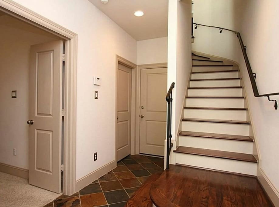 Entry way: Mi casa es su casa