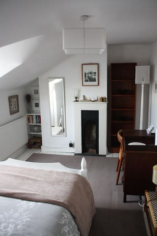 Small double room in Victorian house - Cheltenham - Talo