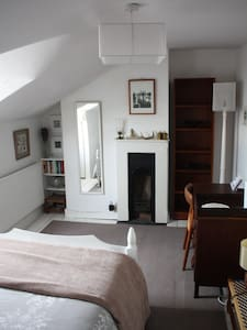 Small double room in Victorian house - Cheltenham