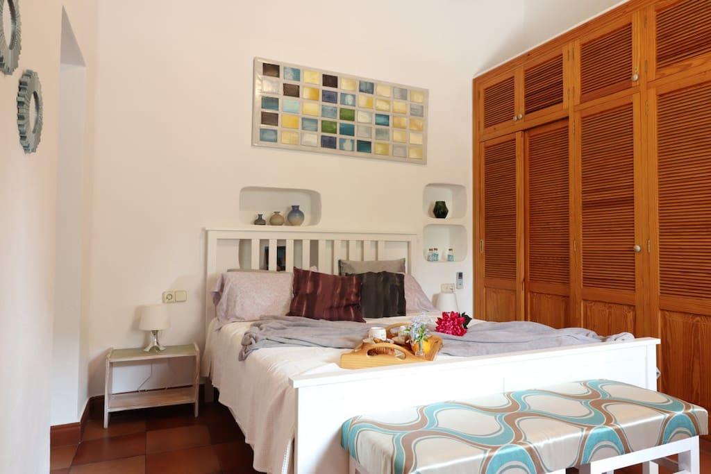 Dormitorio principal / Main bedroom /  Hauptschlafzimmer