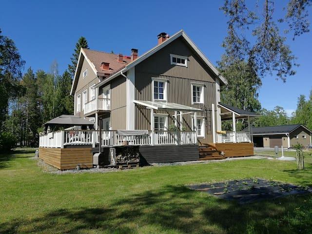 Tilava koti 280m2, lähellä keskustaa