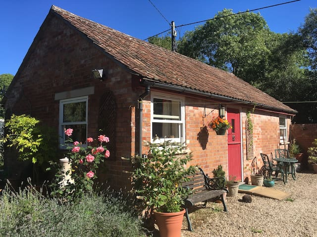 Dandelion Cottage: cosy, accessible, well-equipped - Rooksbridge - Casa