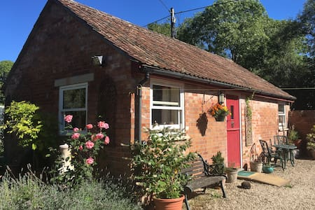Dandelion Cottage: cosy, accessible, well-equipped - Rooksbridge
