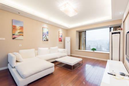 苏州园林五星级装修风格,高档住宅区145平米整套出租,距离国际博览中心、金鸡湖月光码、地铁500米 - Suzhou Shi - Lägenhet