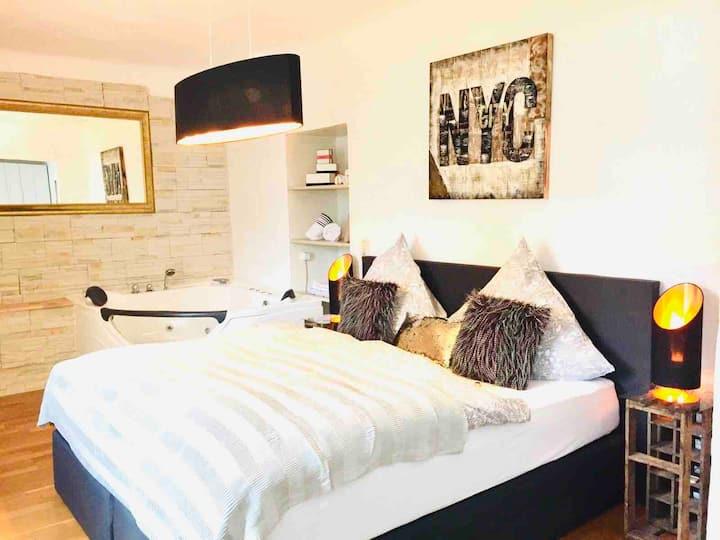 75qm Luxus Apartment mit Whirlpool und Terrasse