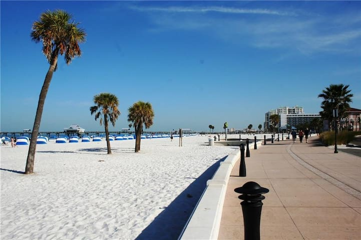Clearwater Beach Condo ON the Gulf!