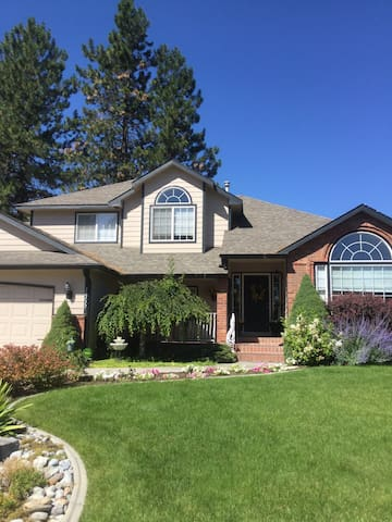 4 Bedroom sleeps 6 comfortably. Nice neighborhood - Spokane - Hus
